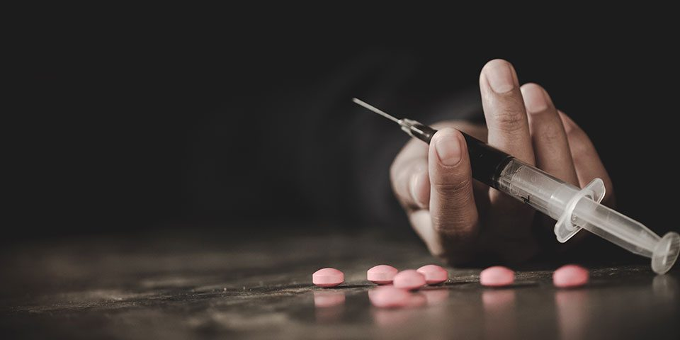 difference between addiction and dependence
